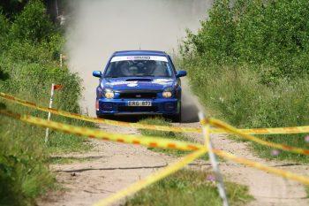 Gravel Fest Rally 2020 dalyviai demonstruoja susikaupimą: įpusėjus varžyboms – nė vieno pasitraukimo dėl avarijos. Straipsnis/foto.
